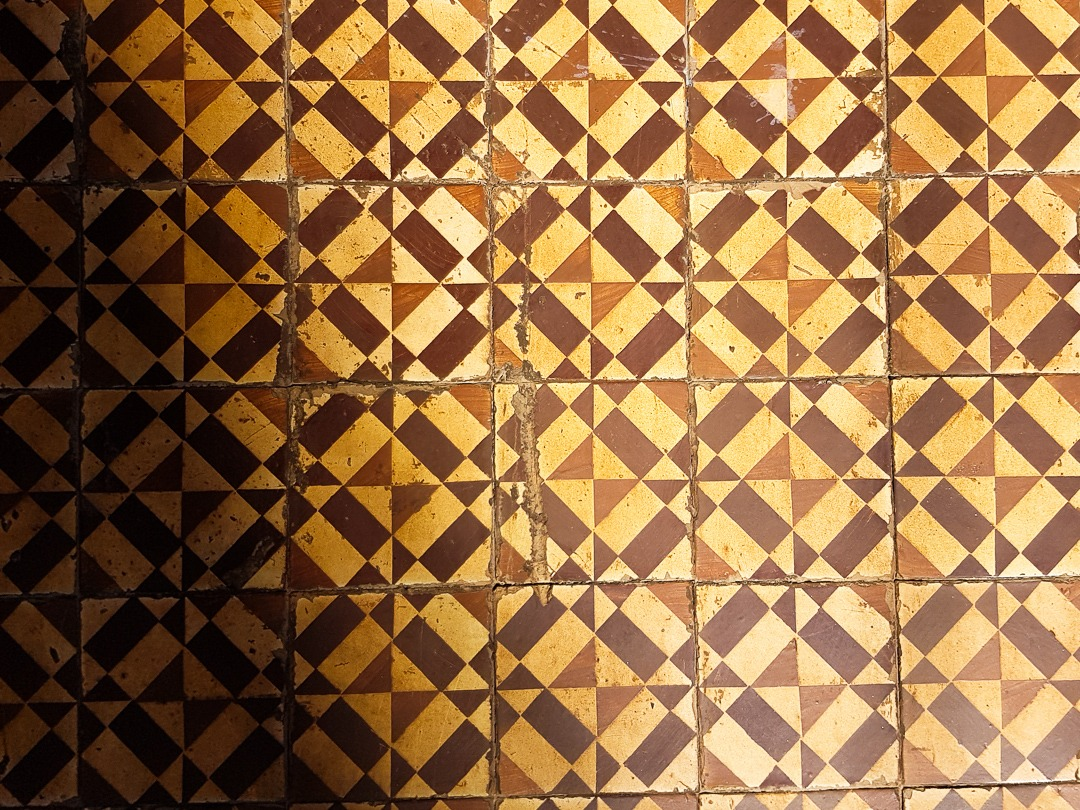 brown azulejos
