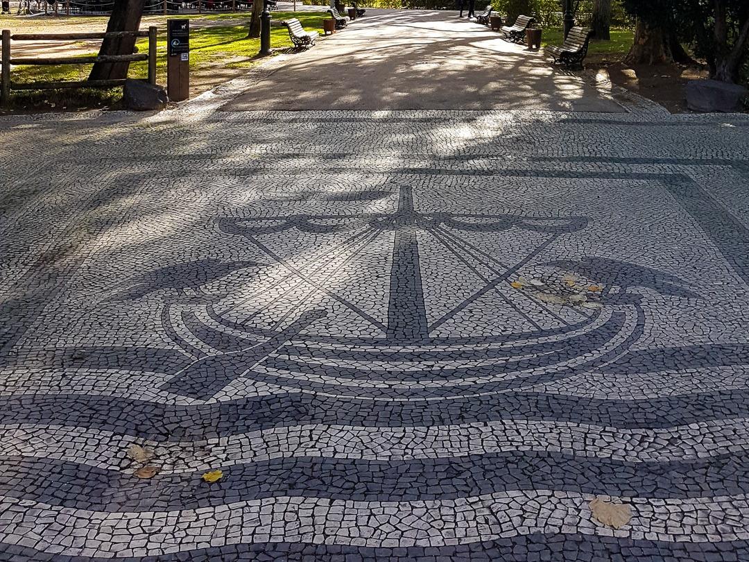 calçada ship and crows Lisbon